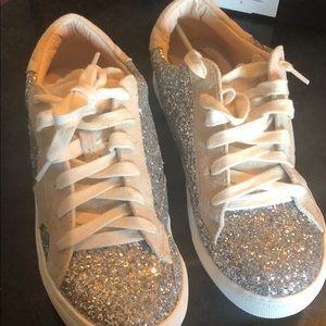 New Nature Breeze size 8.5 Glitter Shoes